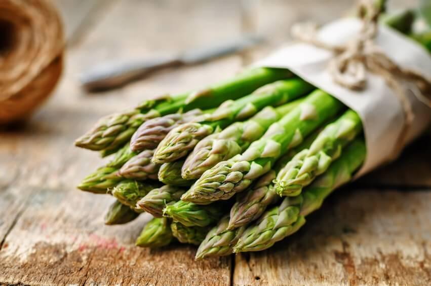Voilà le printemps et les premiers légumes, vive les asperges!