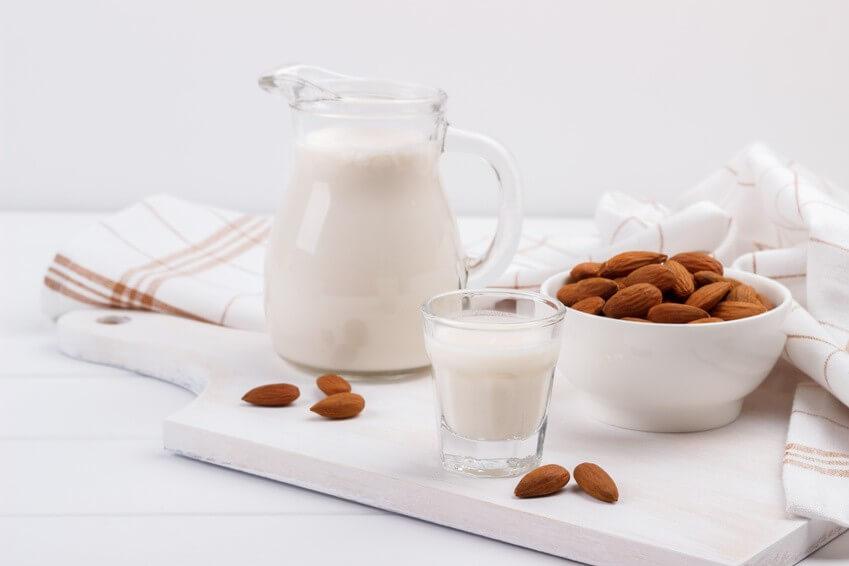 Conseil de Bastien : ma recette de lait d'amande à l'extracteur