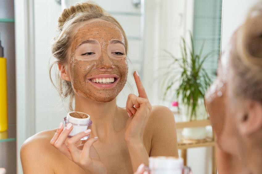Faites peau neuve en utilisant un gommage naturel!
