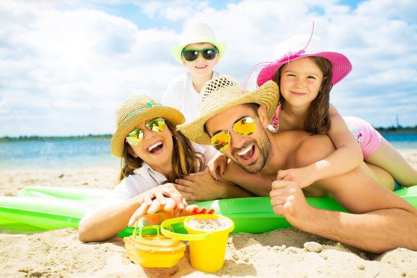 Conseil de Bastien : Le kit de survie de la famille à la plage
