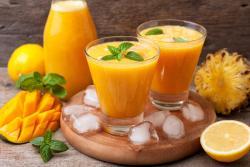 Recette de jus ananas, orange et mangue à l'extracteur de jus Angel 7500