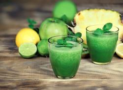 Recette de jus vert ananas, persil et menthe à l'extracteur de jus Omega 8226