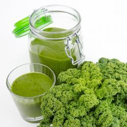 Recette de jus vert chou kale et concombre à l'extracteur de jus Hurom HG