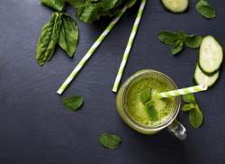 Recette de jus vert concombre, épinards et menthe à l'extracteur de jus Tribest Solostar 4