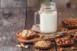 Recette de lait végétal cajou-noisette à l'extracteur de jus Hurom H-AI
