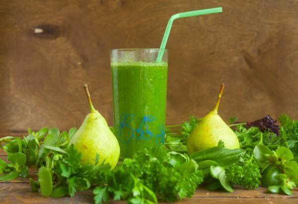 Recette de jus vert poire épinards persil à l'extracteur de jus Angel 7500